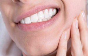 از عادت های استرس زا مربوط به دهان و دندان دوری کنید.جویدن بدون غذا یکی از نشانه های افزایش استرس است